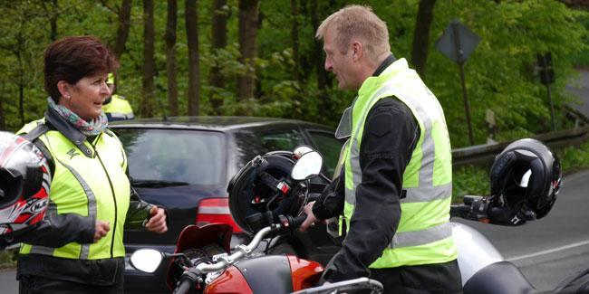 NRW-Innenminister Ralf Jäger und die Wuppertaler Polizeipräsidentin Brigitta Rademacher gingen gemeinsam auf eine Limiter-Tour durchs Bergische Land.