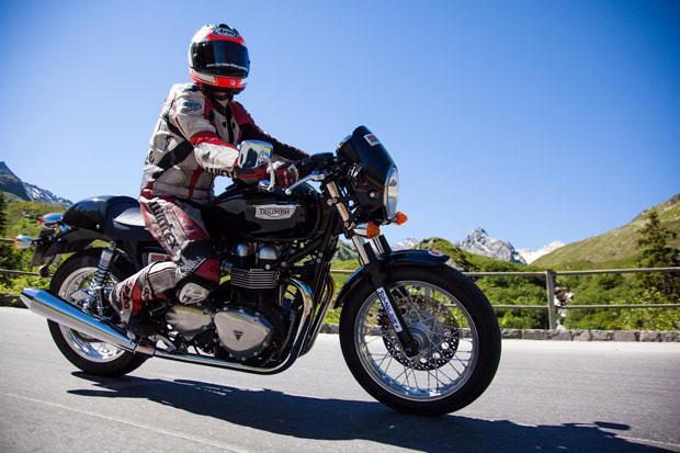 Triumph-aber-auch-KTM,-BMW-und-Ducati-sind-2015-wieder-mit-dabei