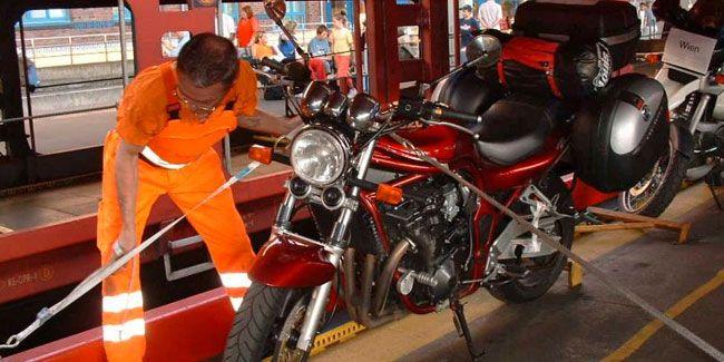 Mit dem Motorrad auf dem Autozug bequem in den Süden reisen